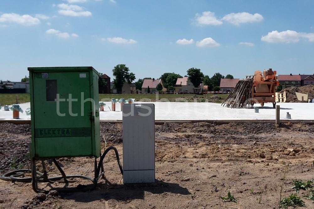 Baustrom und Steinkreissäge