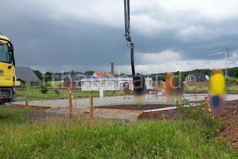 Die Bauarbeiter ließen sich vom Sturzregen nicht abhalten.