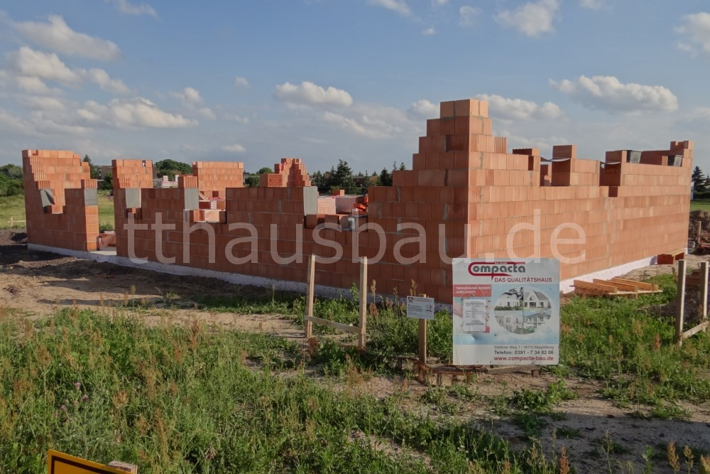Baufortschritt am Ende der zweiten Woche Mauerarbeiten.