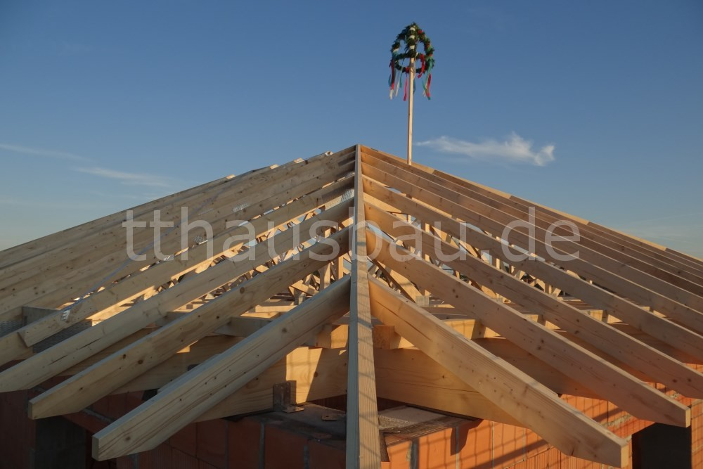 Der Dachstuhl wurde als Studiobinder ausgeführt.