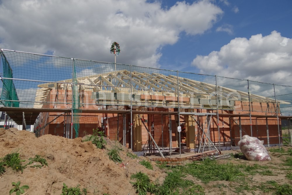 Bauwoche 10 – Mauerarbeiten und Richtfest