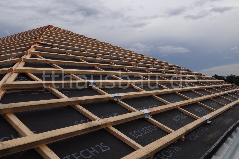 Die Dachlattenstöße wurden mit den Dachlattenverbindern überbrückt. Sie sorgen für die notwendige Stabilität.